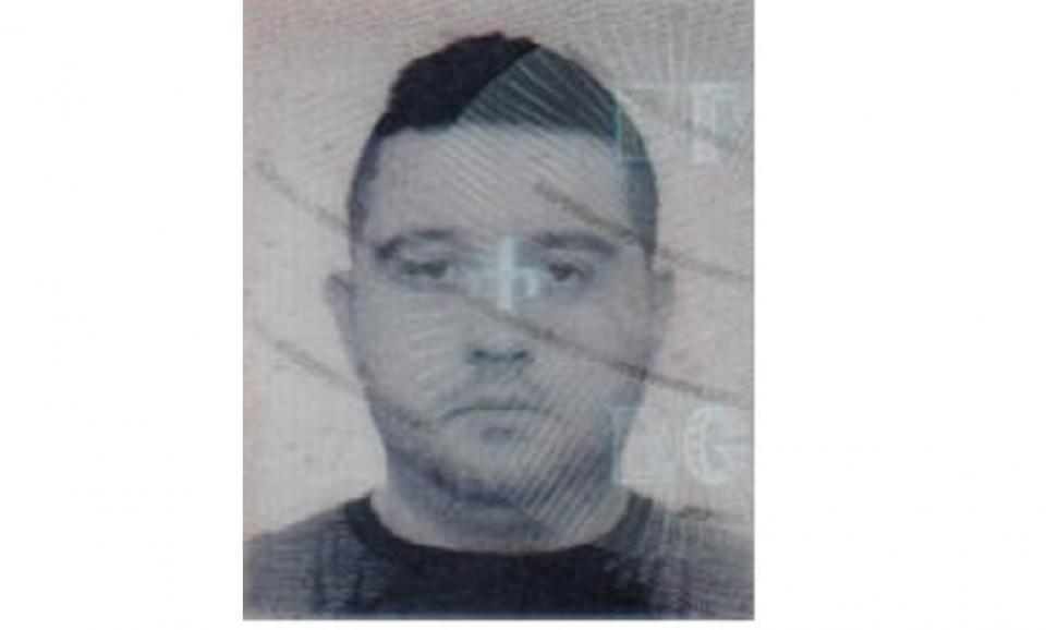 ОДМВР – Бургас издирва данни за самоличността на лицето от снимките, представило се на 08.05.2019 г. с неистинска лична карта в бургаски банков офис и...
