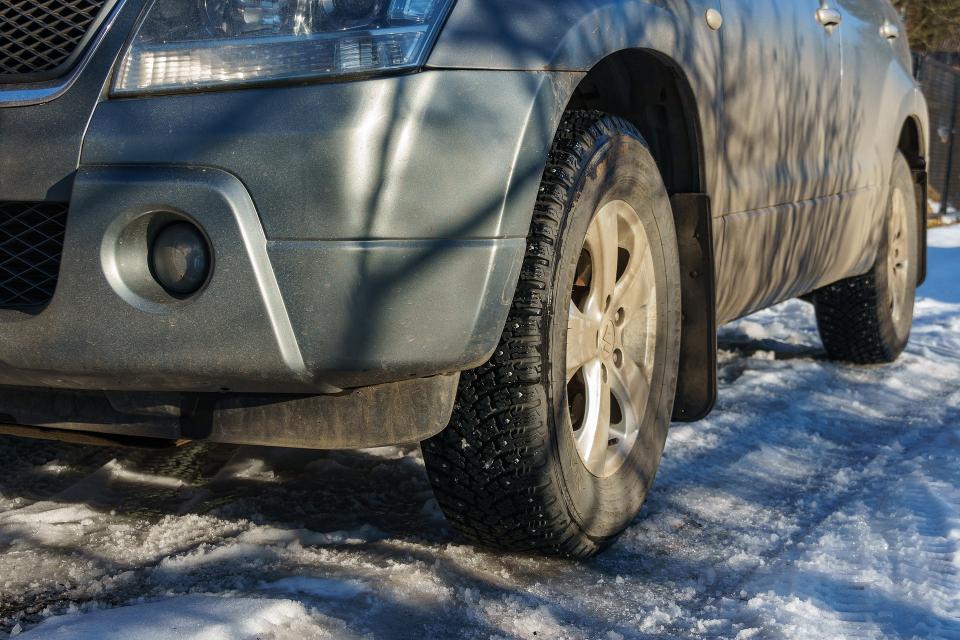 """В краят на тази седмица полицията започва акция """"Зима"""", съобщава NOVA. Ще се следи за поставени зимни гуми, изправност на светлини и чистачки. Глоби ще..."""