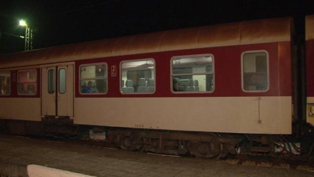 Бързият влак № 8651 от София за Варна престоя 175 минути в гара Търнак поради възникнала повреда в локомотива и извършване на последващ оглед от следствени...