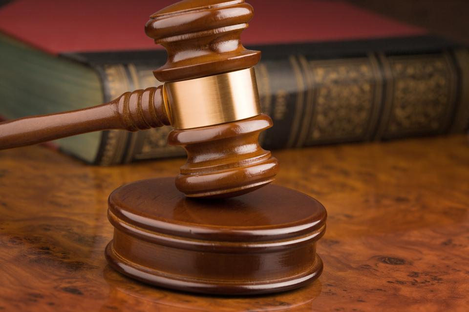 """Поредно съдебно дело срещу нарушител на наложена му задължителна карантина приключи със споразумение в ямболския районен съд. """"Разбирам обвинението. Признавам..."""