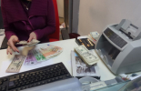 Поскъпва обслужването на гише в банките
