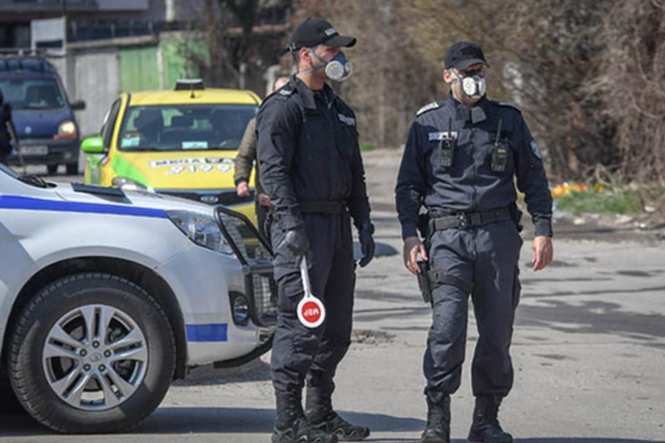 Установенисавсички контактни на лицето от град Стралджа с положителна проба за коронавирус. Направени са 8 теста, а 6 лица са поставени под карантина....