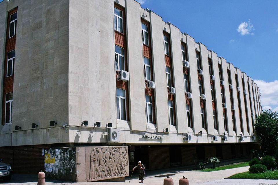 """По искане на Районна прокуратура – Сливен бе взета мярка за неотклонение """"задържане под стража"""" спрямо Петко И. Той е обвинен за това, че умишлено запалил..."""