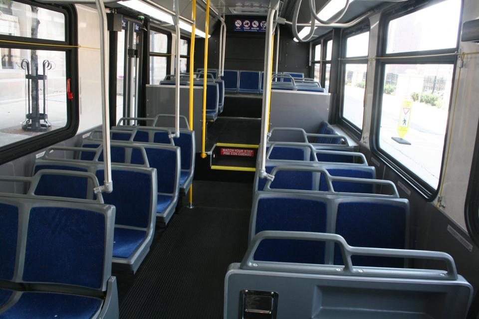 Увеличение на броя на курсовете по линиите на градския транспорт започва от утре в Ямбол. Продължава дезинфекцията на автобусните спирки, както и районите...