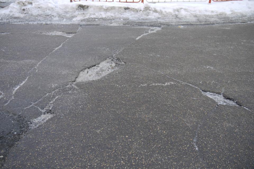 93 хиляди лева повече за зимно поддържане на пътищата в област Ямбол е предвидила държавата за догодина. Това става ясно от проекта за държавния бюджет...
