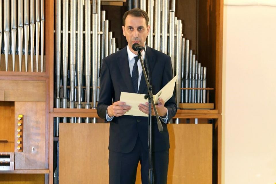 Уважаеми съграждани, Изключително съм щастлив, че имам възможността да Ви поздравя с празника на Ямбол! Тази година се налага той да бъде по-тих, но не...