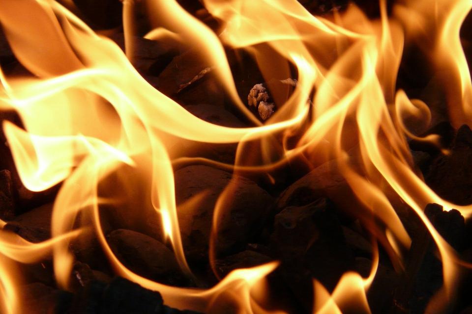 60 бали със слама и сухи треви са изгорели в двор край изоставена постройка в с. Недялско. Сигнал за пожара е подаден около 14:00 часа на 10 септември....