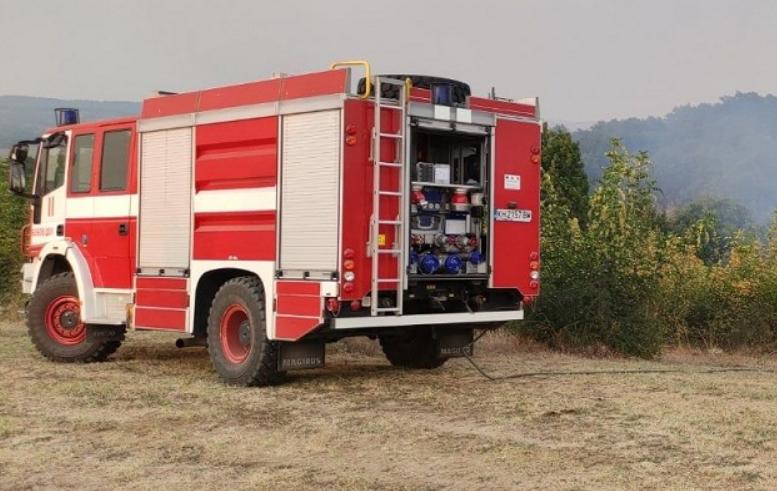 Екипи на РДПБЗН-Сливен са се отзовали на 5 сигнала за пожари, възникнали в сухи треви и отпадъци в Сливен, Нова Загора и Твърдица. Пожарите са ликвидирани...