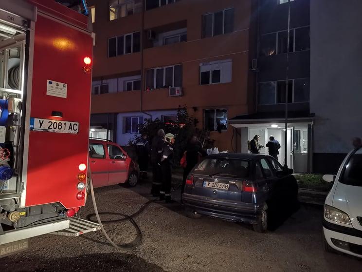 """На 28 октомври в 18,04 часа от тел. 112 в РСПБЗН - Ямбол е получен сигнал за пожар в жилище, находящо се в комплекс """"Хале""""2 в областния град. Няма пострадали..."""