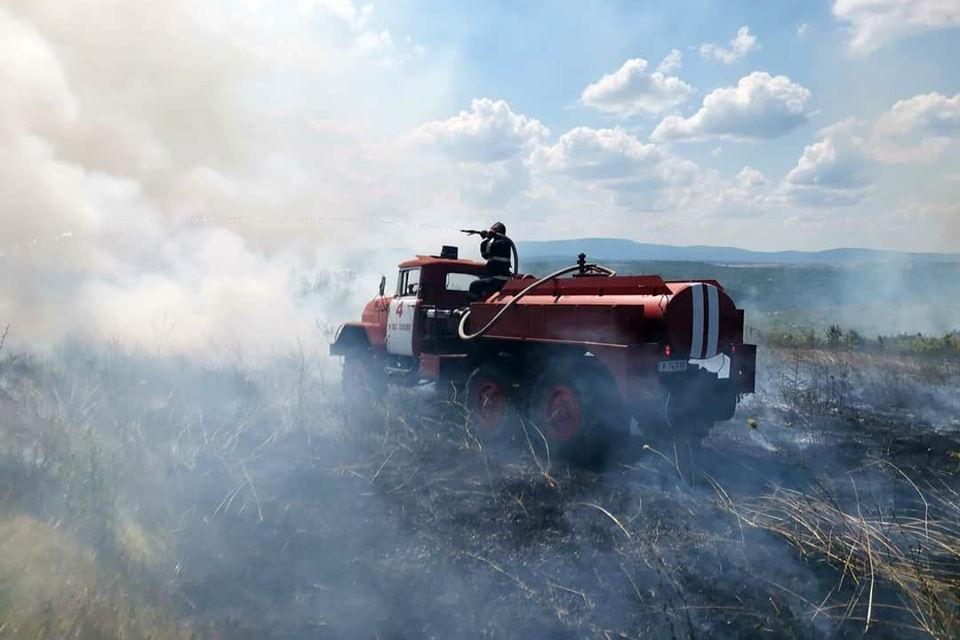 Пожарът край Лесово е овладян. Областният управител Димитър Иванов благодари на всички служби и доброволци участвали в справянето с огнената стихия, споделиха...