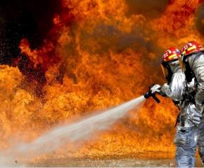 Пожарникари от Нова Загора спасиха 6 къщи от огнената стихия