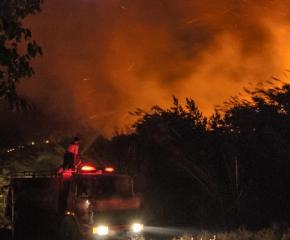 """Пожарникари от Сливен са спасили 4 къщи от пожар в местността """"Дъбака"""""""