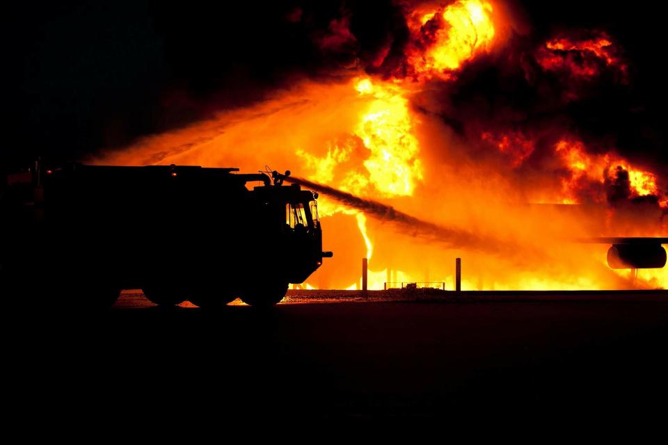 Служители на пожарната в Нова Загора са спасили 240 декара посеви и оранжерии, както и 20 декара с фотоволтаични съоръжения, при пожар в землището на град...