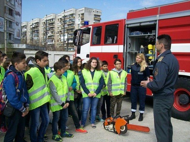 Турнири по тенис на маса, волейбол и футбол провеждат пожарникари на Градския стадион...