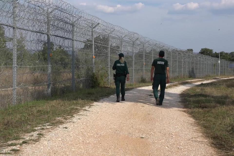Армията ще се включи в охрана на границата ни при увеличен миграционен натиск. Вчера служебният кабинет прие постановление за отпускане на до 25 200 000...