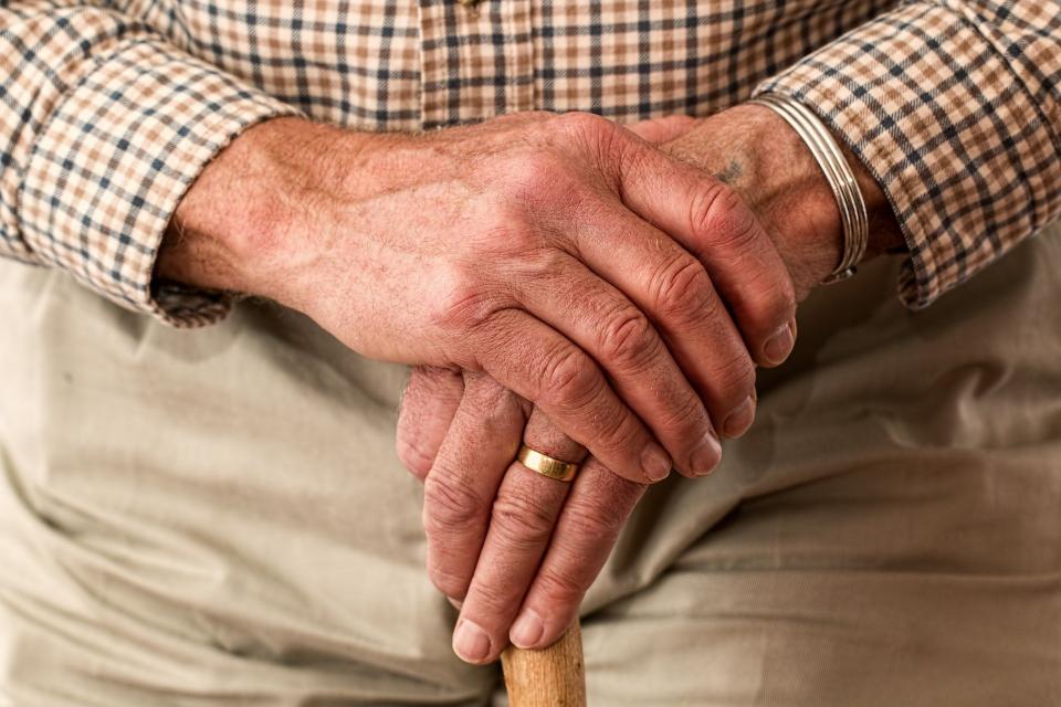 """""""Предвиждаме и през април еднократни ваучери за храна да получат хората с пенсии от 300 до 369 лв. Грижата за възрастните хора е наш приоритет още от началото..."""