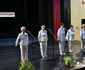 С празничен концерт пенсионерските клубове в Сливен отбелязаха Международния ден на възрастните хора