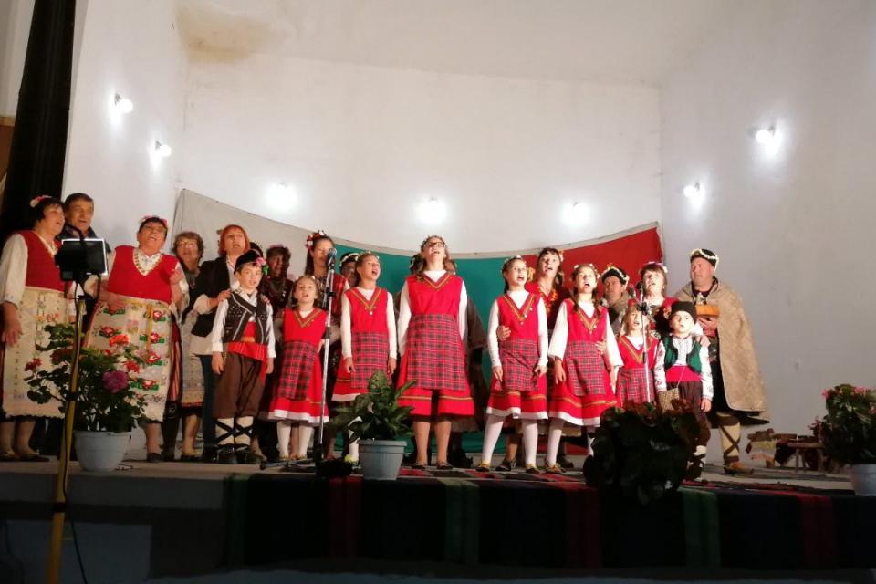 С поредният Празник на традициите жителите на стралджанското село Джинот убедително доказаха своето горещо родолюбие, отношение към миналото , грижа за...