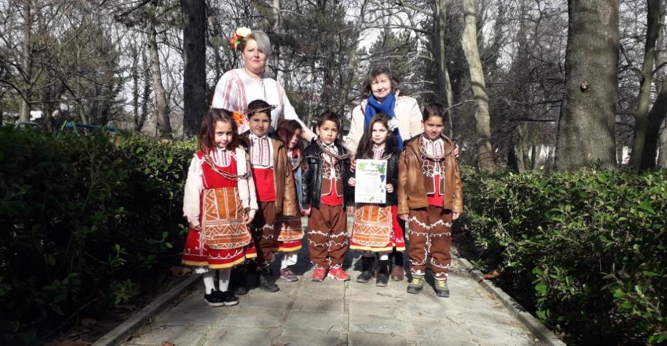 """На 14 февруари – Празника на традициите """"Трифон Зарезан"""", се проведе интерактивно семейно занимание в село Чарган. Екипът на Проект """"Желани пространства""""..."""