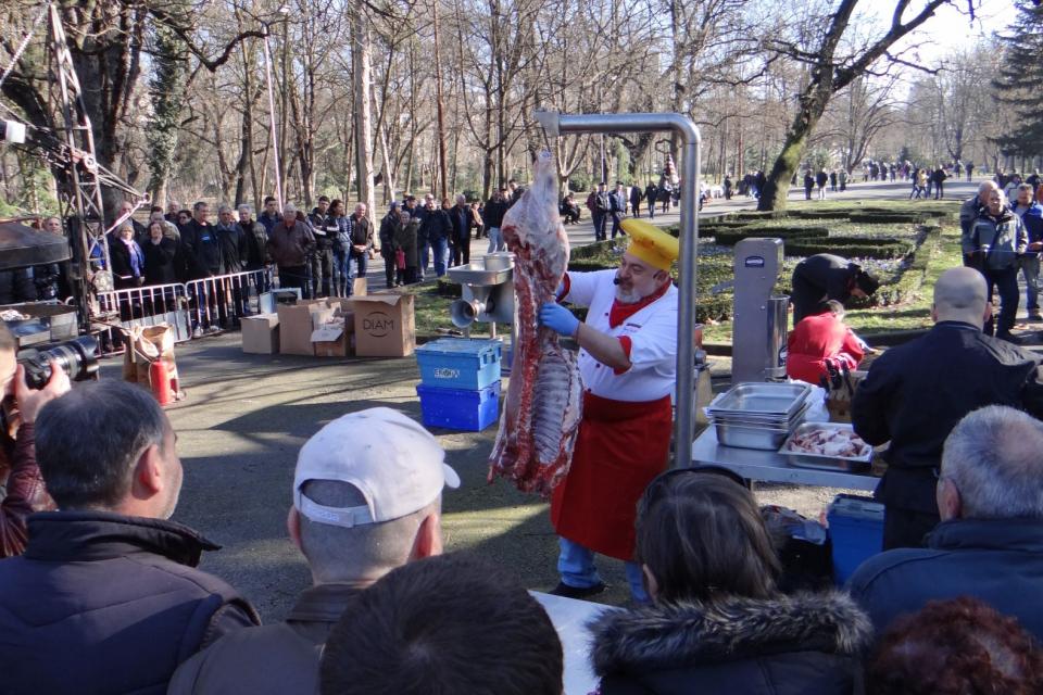 """Зрелищен """"Празник на виното"""" 2020 очаква жителите и гостите на Ямбол на 23 февруари, неделя, от 11.00 часа в Градския парк на града. Събитието се организира..."""