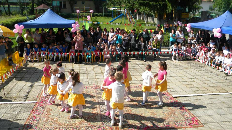 """На Международния ден на детето- 01 юни, детските градини в община """"Тунджа"""" възстановяват приема на деца.  В същия ден по инициатива на община """"Тунджа"""",..."""