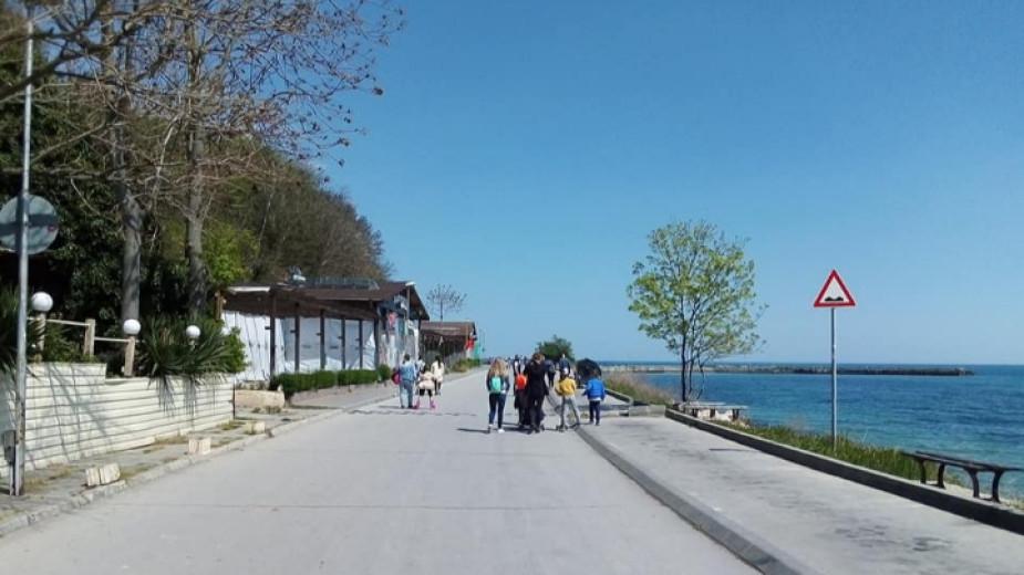 Гражданско сдружение предлага по Крайбрежната алея на Варна да не се допускат автомобили, за да могат хората да се разхождат спокойно край морето. В искането...