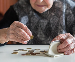 Предлага се социалната пенсия за старост да бъде увеличена с 6,7%