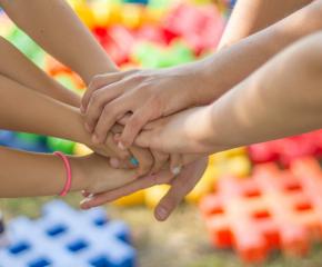 Предлагат допълнителен платен отпуск за родители на деца до 14 години