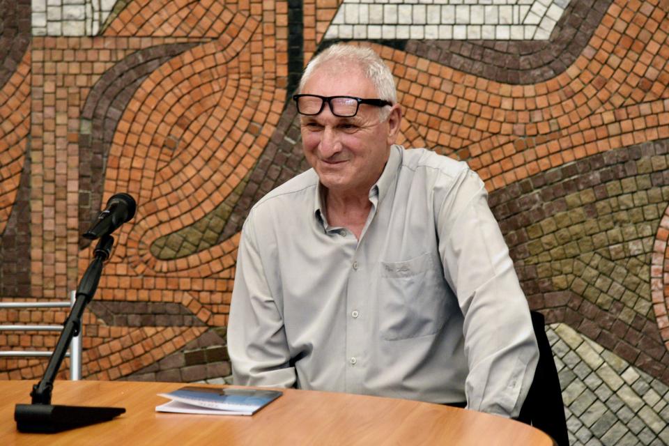 """Във фоайето на зала """"Сливен"""" днес беше представена книгата """"Ние, каракачаните"""" на Атанас Димитров. Сред присъстващите на събитието беше кметът Стефан Радев,..."""