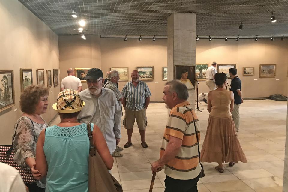 """Ако все още не сте посетили изложбата на Панайот Панайотов в ямболската художествена галерия """"Жорж Папазов"""", отделете време за това днес, защото тази вечер..."""