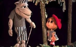 """С пиесата """"Нова приказка за Червената шапчица"""" ямболският куклен театър """"Георги Митев"""" открива днес официално новия творчески сезон. Представлението е..."""