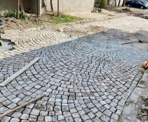 Започна ремонт на паважната настилка на десет улици в Ямбол