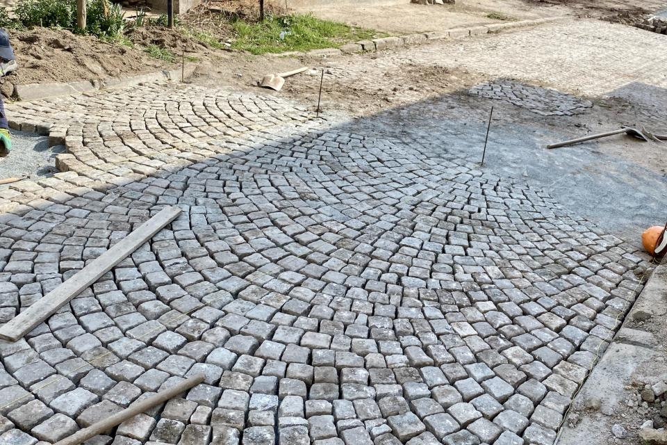 """Община Ямбол инициира ремонт на паважната настилка на десет улици в града. Това са улиците """"Ямболска комуна"""" – отсечката от улица """"Матвей Вълев"""" до улица..."""