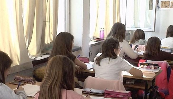 Учениците, записани в осми клас за учебната 2020-2021 година в държавно или общинско училище ще получат еднократна помощ от 250 лева - това предвижда проект...