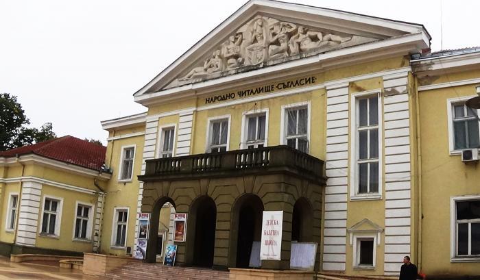 """С премиера на пиесата """"Министрите идат"""" по Чудомир Драматичният театър """"Невена Коканова"""" в Ямбол ще открие следващия творчески сезон в средата на септември,..."""