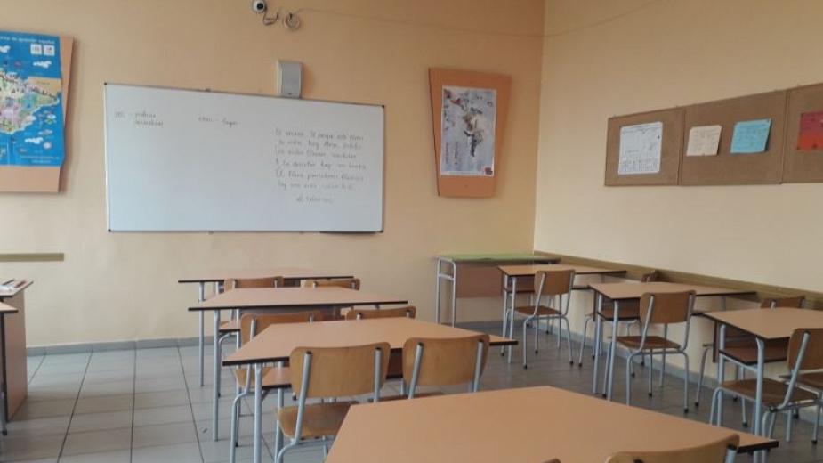 Квесторите и учителите-консултанти на предстоящите матури, изпитите след VII клас, както и изпитите за професионална квалификация, ще получат премия от...