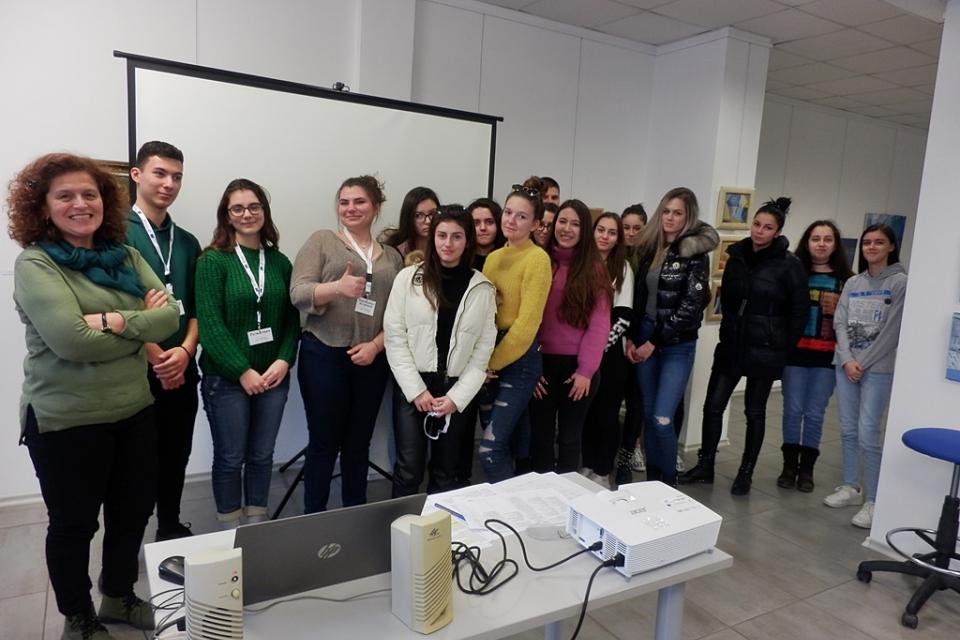 """Под лупата на учениците от ЕГ """"В.Карагьозов"""" в Ямбол премина първия урок от инициативата """"Детективи на европейски проекти"""". Тя е част от изпълнението на..."""