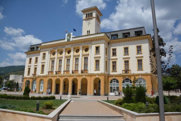 През 2020 г. ще бъдат чествани няколко кръгли годишнини на бележити личности, свързани със Сливен. Ще бъдат отбелязани180 години от рождението на Хаджи...