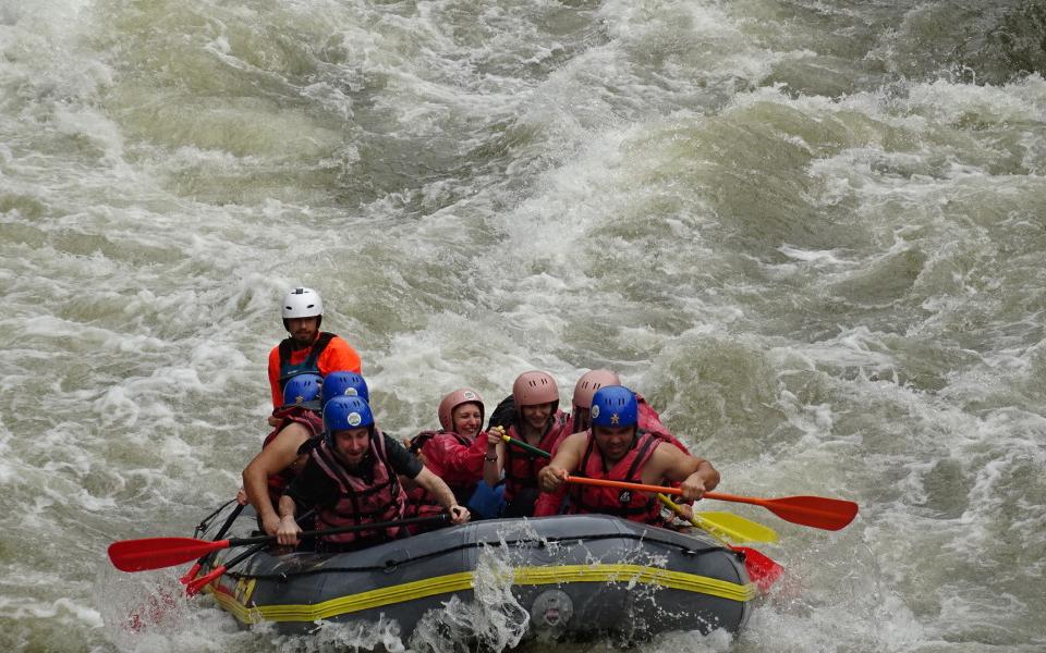 """""""През изминалата седмица се проведоха първите спускания по река Струма в рамките на новия рафтинг сезон, с прилагане на всички необходими мерки срещу коронавирусната..."""