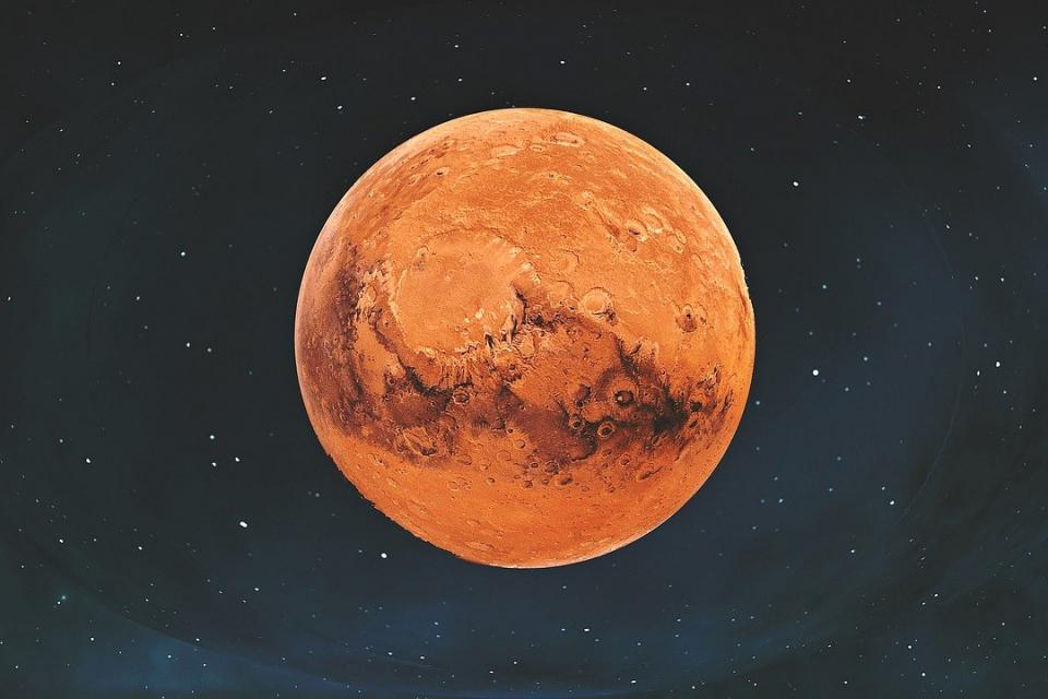 Марс ще застане на една линия със Слънцето и Земята и ще се вижда добре над южния хоризонт през цялата нощ. Позицията на планетата през тази година е най-добрата...