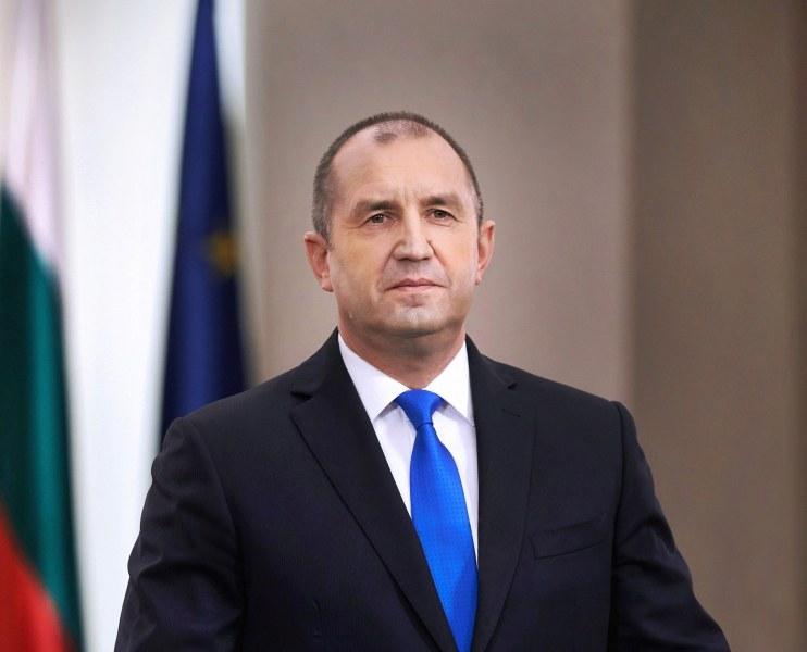 Президентът Румен Радев сезира Конституционния съд за разпоредби от Закона за здравето, свързани с обявяването на извънредна епидемична обстановка, съобщи...