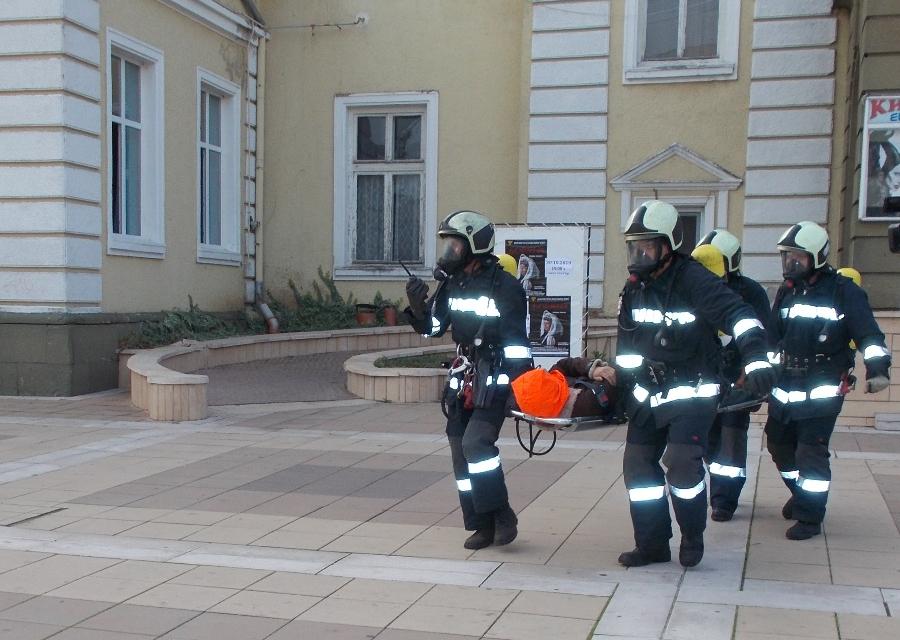 Занятието се реализира при много добро взаимодействиемежду служителите на РДПБЗН- Ямбол и доброволен екип за реакция при бедствия, аварии и катастрофи(ДЕРБАК)към...