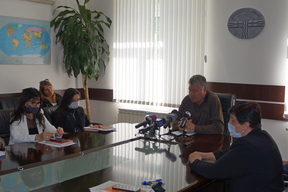 """Приходите на община """"Тунджа"""" са завишени са над 7 % от прогнозите за този етап на годината, съобщи кметът Георги Георгиев на редовния брифинг с медии. Към..."""