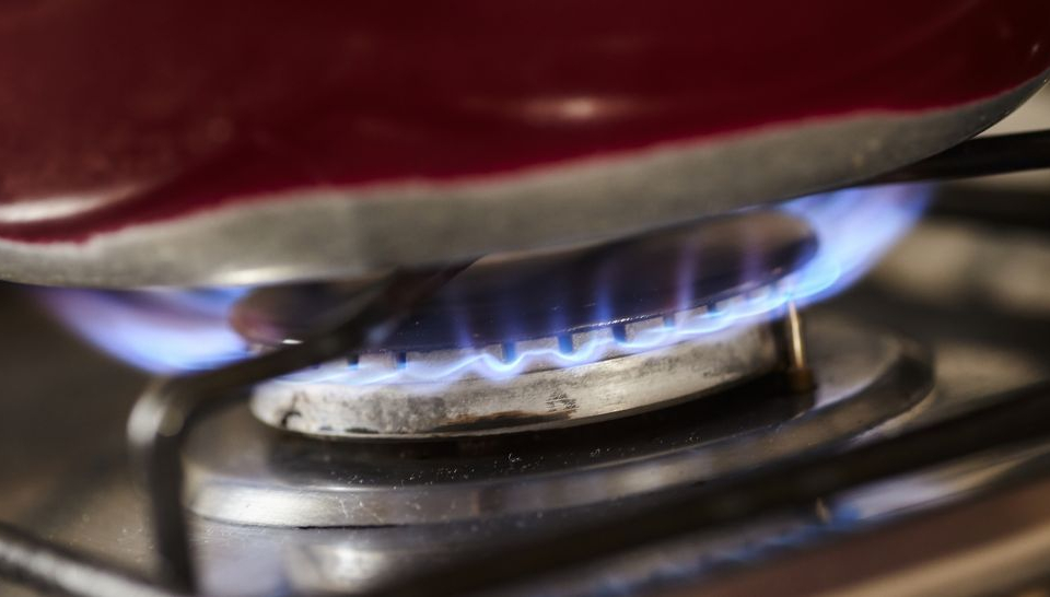 От днес влизат в сила по-високите цени на природния газ. Енергийният регулатор ще реши с колко точно ще поскъпне горивото в ранния следобед. Вече е ясно,...