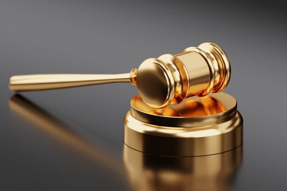 Районният съд в Габрово осъди трима мъже на лишаване от свобода за причинена лека телесна повреда на младеж от Габрово, след нанесен побой, съобщават от...