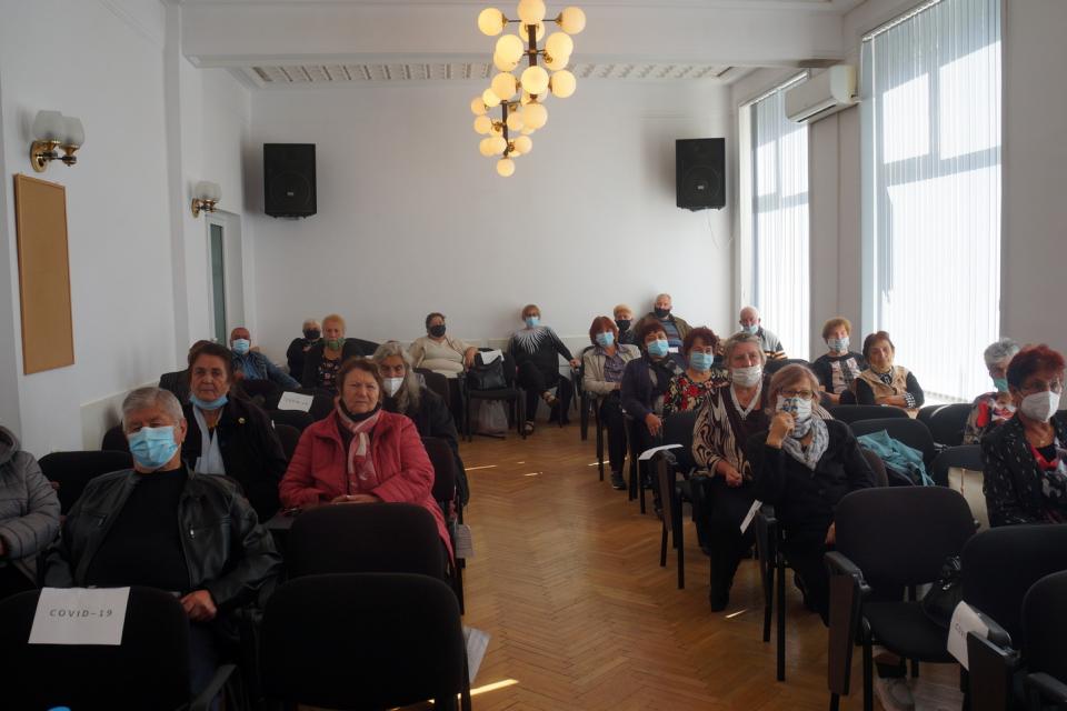 """Председателите на пенсионерски клубове в община """"Тунджа"""" отправиха призив за доброволна ваксинация към всички техни членове в 40 тунджански села и към..."""