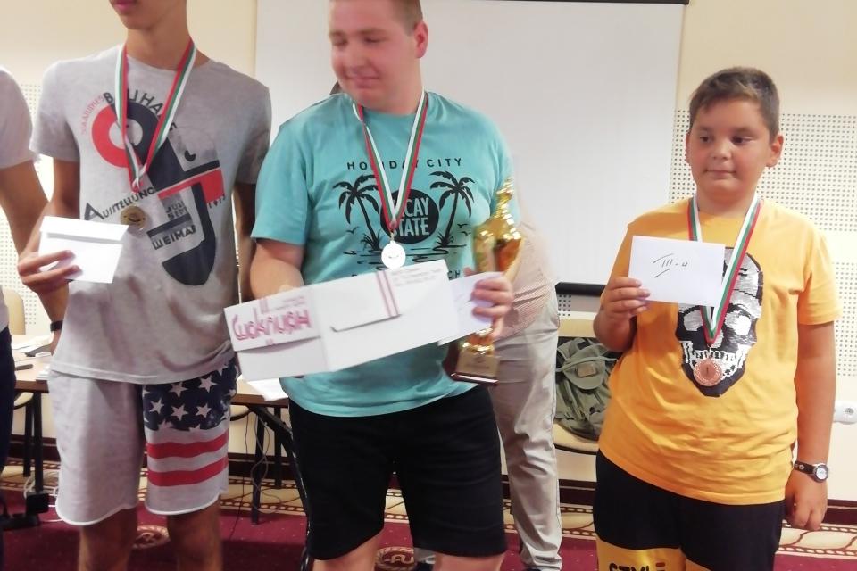 10-годишният Мартин Вълчев от Ямбол и 15-годишният Ивайло Кирилов спечелиха първите...