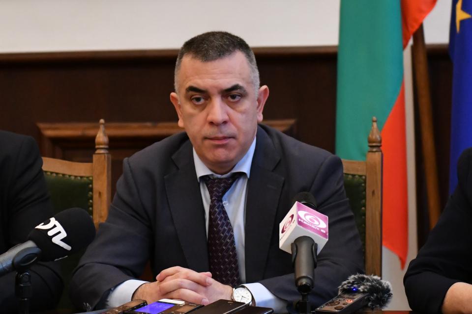 Все още няма потвърден случай на коронавирус на територията на Община Сливен и пробите на двамата пациенти от Отделението по инфекциозни болести са отрицателни....