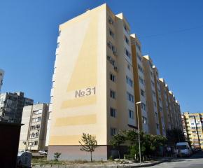 Проблеми при санирането на блок в Сливен (видео)