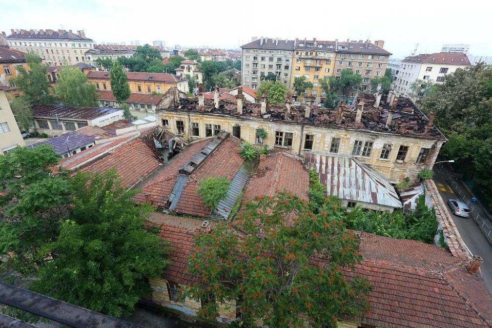 Процесът е в Специализирания наказателен съд и е срещу областния управител на Софийска област Веселин Пеневи лицензирания оценител на държавните имоти...